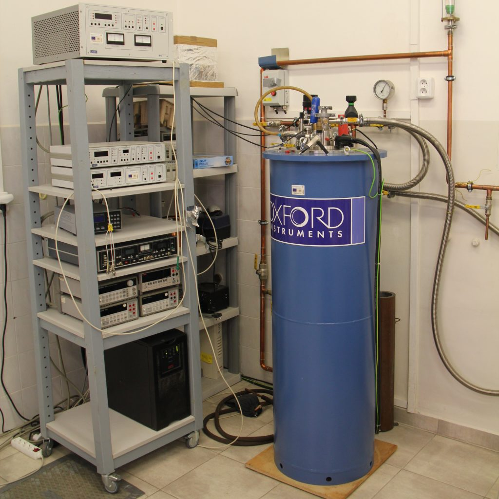 Cryostat for Measuring Electric Conductivity